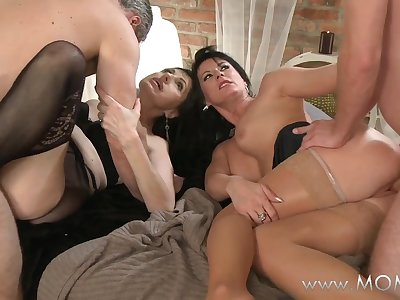 MAMMA Older swingers take turns