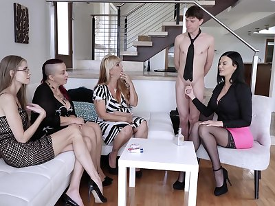 Jasmine Jae shows her fucking skills to her friends on the chaise longue