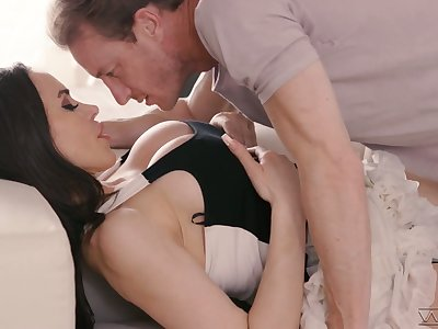 Lady's man knows in what way to explanations take charge Jessica Jade orgasm several times