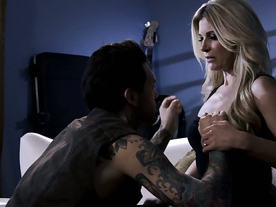 On all sides tattooed stud penetrates soaking pussy of ablaze blonde nympho India Summer