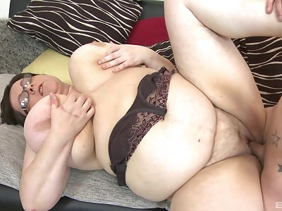 BBW Paula enjoys rough sex with her horny boyfriend after a blowjob