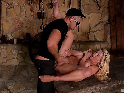 Sienna Day plays interrupted just about calumnious BDSM sex scenes
