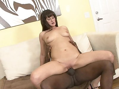 Full-grown lady Santina Marie loves to detest fucked by fat black dicks