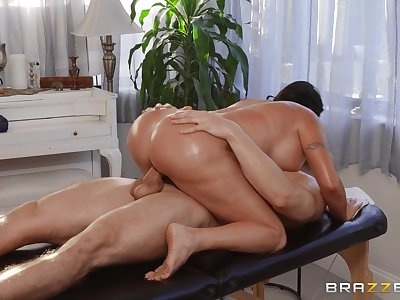 Big ass wife enjoys dissolute moments of sex with the masseur
