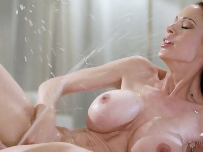 McKenzie Lee and Katya Rodriguez squirting from lesbian sex
