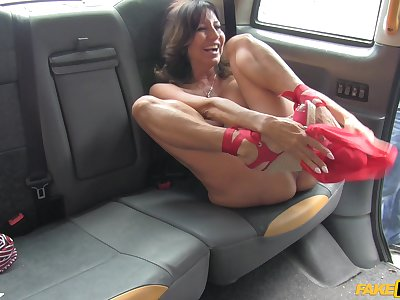 Busty grown-up Tara Holiday flashes her big juggs to the taxi driver