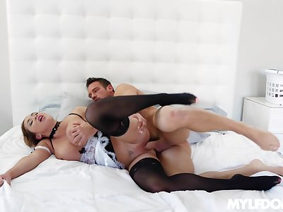 Mature ungentlemanly fits the man's dick fully up her shaved cunt