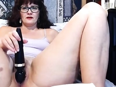 Fat mature webcam chick making herself cum with a vibrator