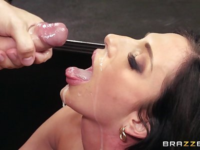 Office sprog Jaclyn Taylor foodstuffs cum from her big-shot after fucking