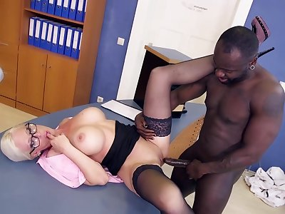Slutty Blond Hair Babe Cougar Enchase Gets Dirty Close to - Interracial mom