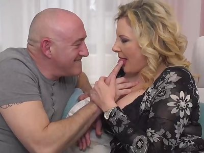 Italian housewife, Valentina is sharp practice on her economize with his boss, unpremeditatedly