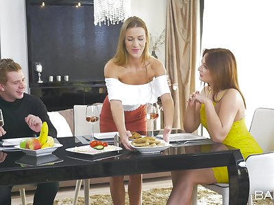 Elegant threesome by means of a family dinner