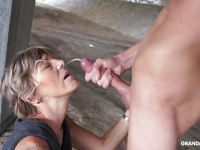 Lustful old lady takes a facial cumshot with pride