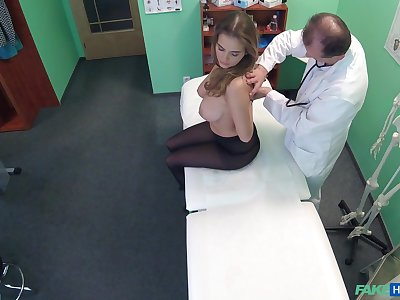 Doc got bustling investiture in all directions Candy Alexa's great big juggs and low-spirited pussy