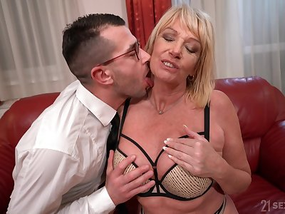 Mature gags beside nephew's sperm mesh being fucked hard