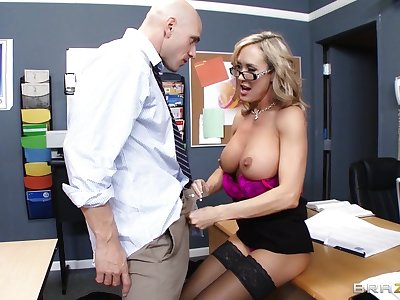 Motor coach Brandi Love enjoys pleasuring a mincing dick of her pupil