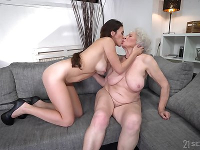 Old woman gets intimate with much younger lesbian niece